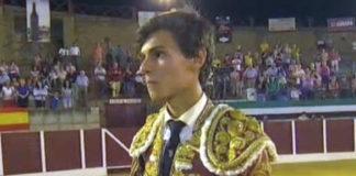 Carlos Domínguez con el trofeo que le acredita como vencedor del VI Certamen