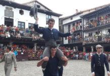 Juan Luis Moreno saliendo a hombros en La Alberca