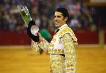 Talavante dando la vuelta al ruedo en Zaragoza (FOTO: Coso de Misericordia)