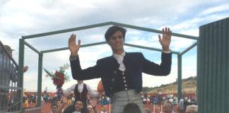 Carlos Domínguez saliendo a hombros en San Juan de Navas