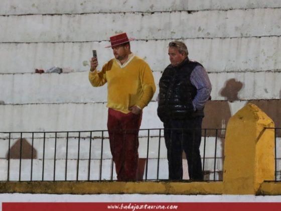 Alfonso Ibarra desafiando a la lluvia para emitir su periscope