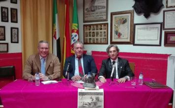 Joaquín Ramos junto a Mateo Giralt, presidente del CTE Badajoz y el presentador Francisco Lozano