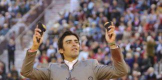 Perera con las dos orejas cortadas en el festival de Murcia (FOTO: Templaíto-Aplausos.es)