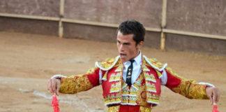 Desde ahora Juan Luis lucirá plata o azabache en sus vestidos de torear, pero seguirá siendo igual de torero que en esta foto