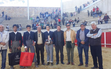 Manuel Perera con el trofeo que le acredita como ganador del IV Bolsín Ciudad de Llerena