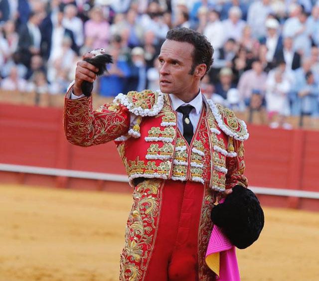 Antonio Ferrera con la oreja del 4º victorino (FOTO: Arjona-aplausos.es)