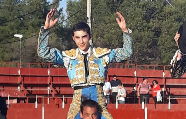 El alumno de la escuela de Badajoz a hombros en Las Matas (Madrid)