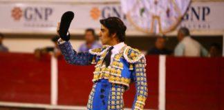 Perera saludando la ovación que le tributó la afición hidrocálida (FOTO: Emilio Méndez)