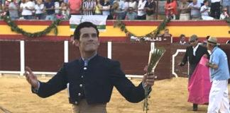 José Garrido dando la vuelta al ruedo en Villacarrillo