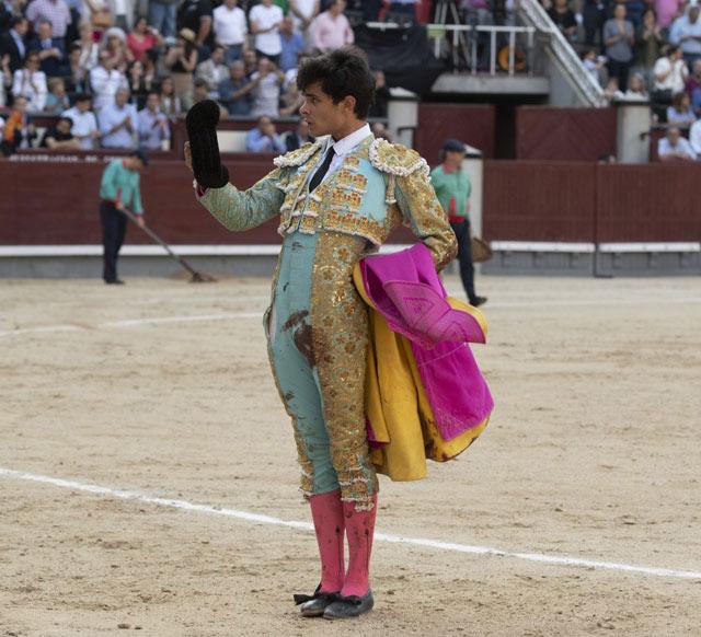 Juanito saluda la ovación de la afición venteña (FOTO: Plaza1)